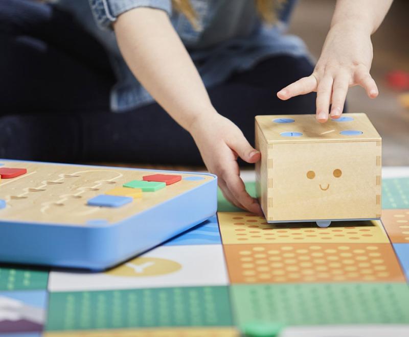 cubetto-randi-zuckerberg-primo-toys-children_dezeen_936_7