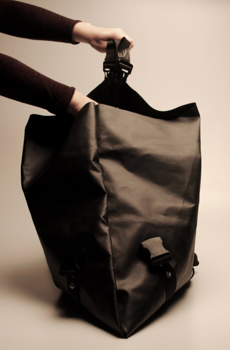 bag2work-backpack-bag-recycled-boats-life-vests-fashion-design-for-refugees-kickstarter_dezeen_2364_col_5